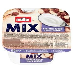 MÜLLER Mix Jogurt o smaku śmietankowym z wafelkami w czekoladzie mlecznej i białej 130g (1)